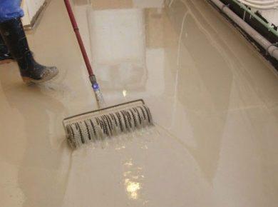 mengaplikasikan epoxy lantai